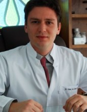 Dr(a) César de César Netto