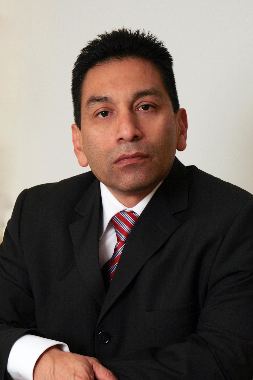 Dr(a) Carlos Augusto Villegas Chirinos