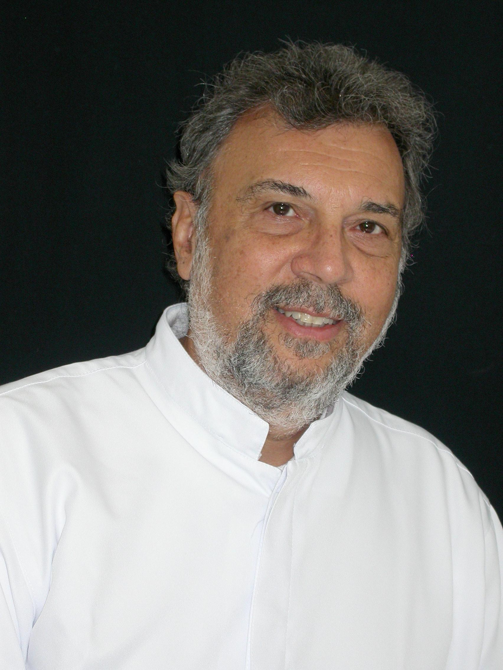 Dr(a) Paulo Guedes M Santos